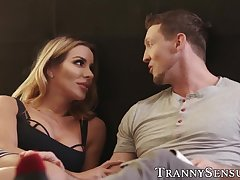 Busty tbabe Marissa Minx rimmed before bouncing on cock