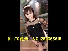 天桥露出 Sexy transvestite 张思妮 on the bridge to show the penis masturbation