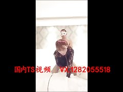 后入伪娘 Beautiful transvestites 唐嘉琪 was a man with a big penis from behind to thrust the anus